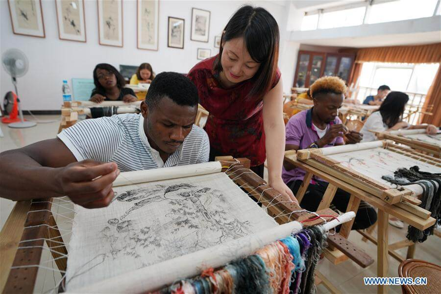 An African student learns embroidery at Xinyu University in Jiangxi Province, 5 Sept 2018 [Xinhua/Song Zhenping]